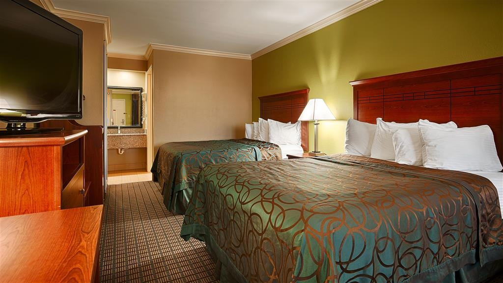 Best Western Paradise Inn - Bring along the family and make a reservation in this 2 queen room.