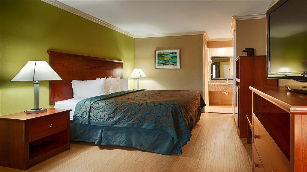 Best Western Paradise Inn - We offer a variety of king rooms from standard to mobility accessible.