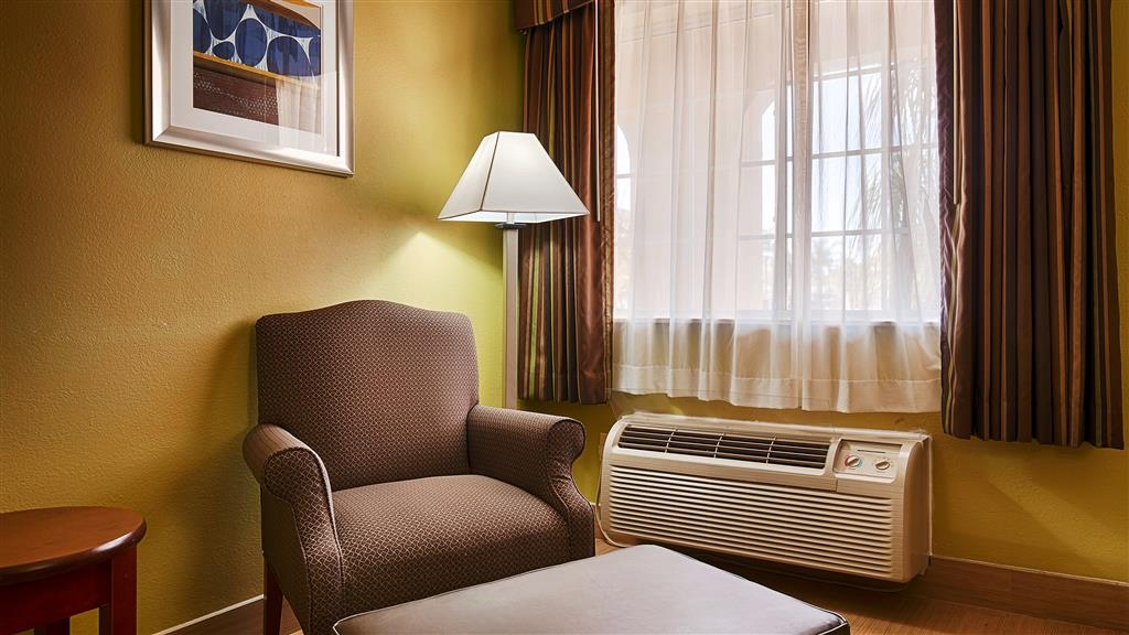 Best Western Paradise Inn - Read a book or a newspaper in our comfy ottoman chairs.