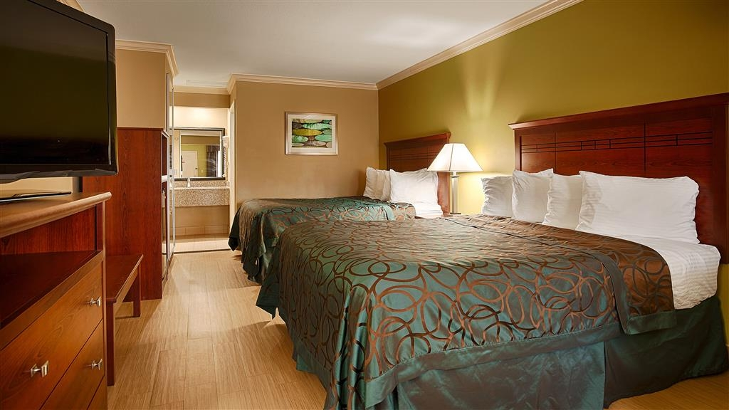 Best Western Paradise Inn - We offer a variety of 2 queen rooms from standard to mobility accessible.
