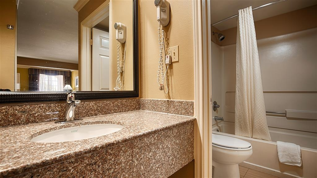 Best Western Paradise Inn - Enjoy getting ready for the day in our fully equipped guest bathrooms.