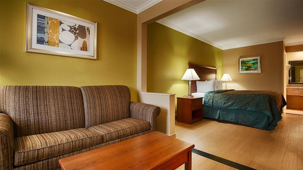 Best Western Paradise Inn - Need a little bit of extra space? Then make a reservation for our king room featuring a sofabed.