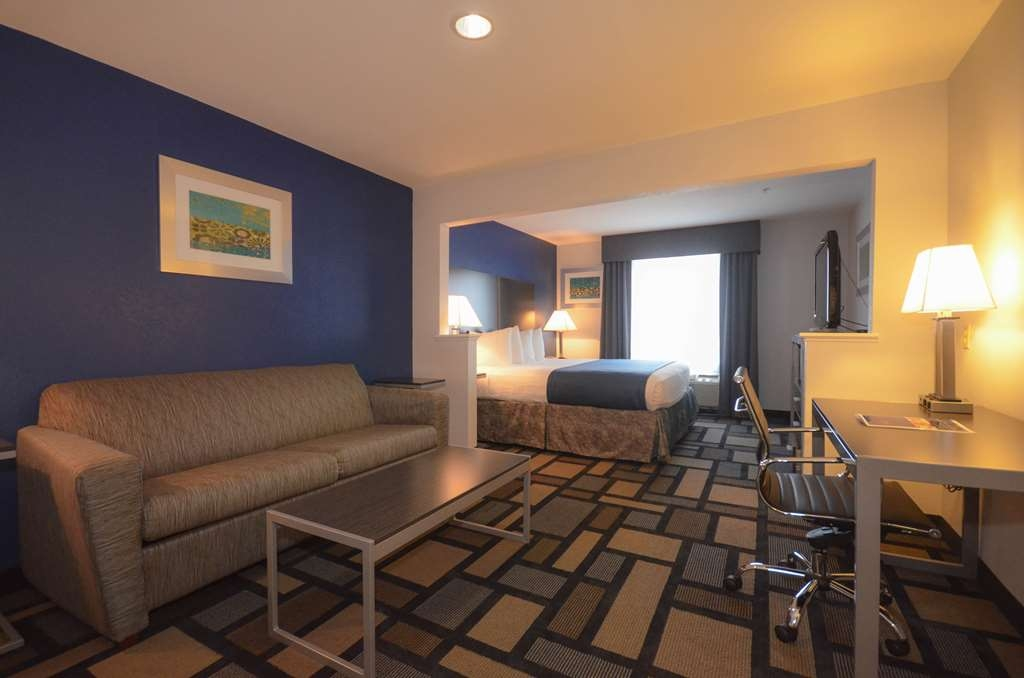 Best Western Galleria Inn & Suites - Relax like royalty in our King Suite guest room. A king sized bed with pull out sofa and all the space for you to unwind after a busy day!
