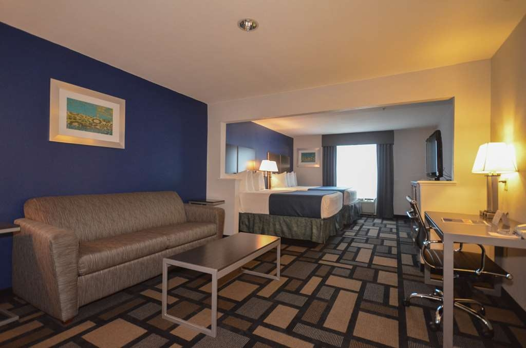 Best Western Galleria Inn & Suites - If you're looking for a little extra space to stretch out and relax, book one of our Two Queen Bed Suites