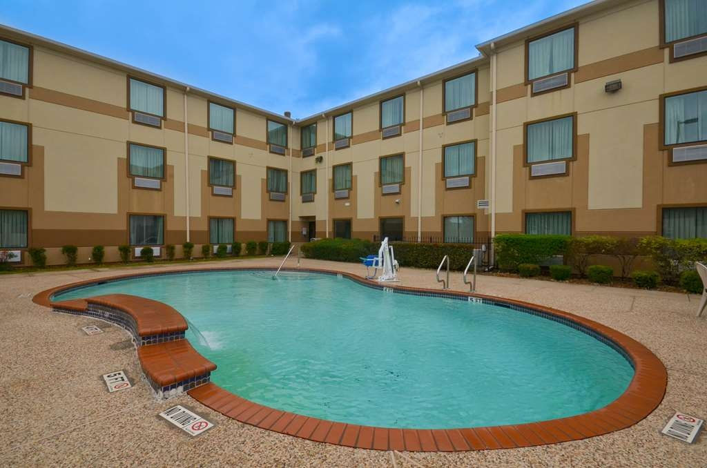 Best Western Galleria Inn & Suites - Take a refreshing dip or swim some laps in our outdoor pool.