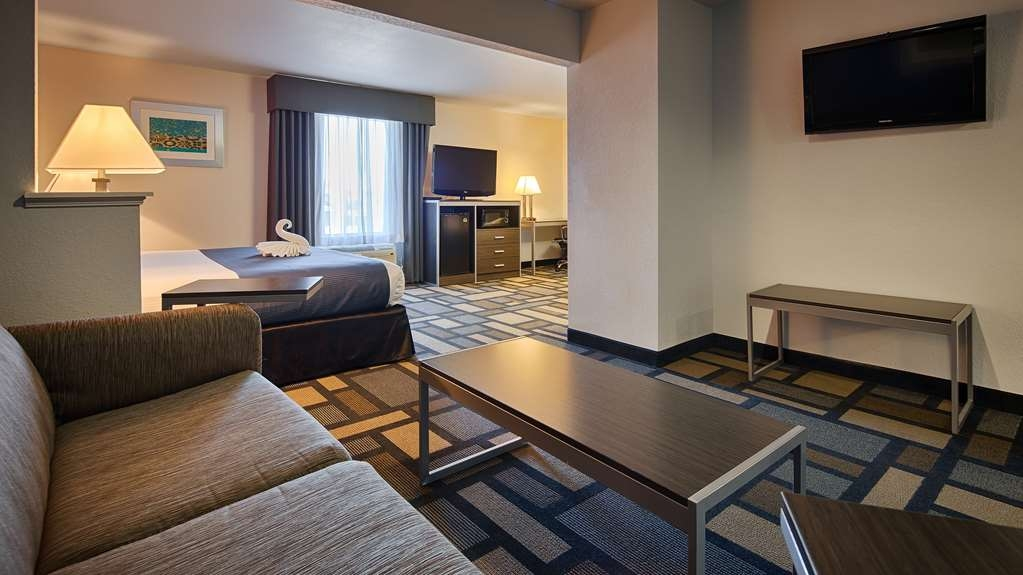 Best Western Galleria Inn & Suites - There's plenty of space in our Jacuzzi Suite for sleeping, eating and working.