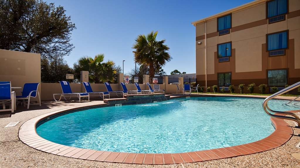 Best Western Galleria Inn & Suites - Soak up the sun while relaxing in our outdoor pool.