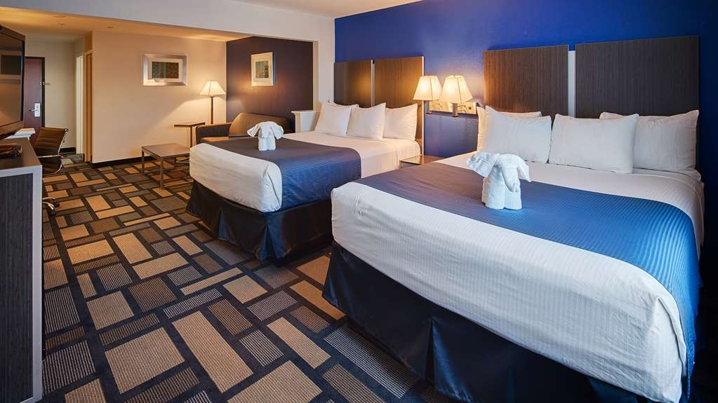 Best Western Galleria Inn & Suites - There's plenty of space in our two Queen Bed Suite for sleeping, eating and working.