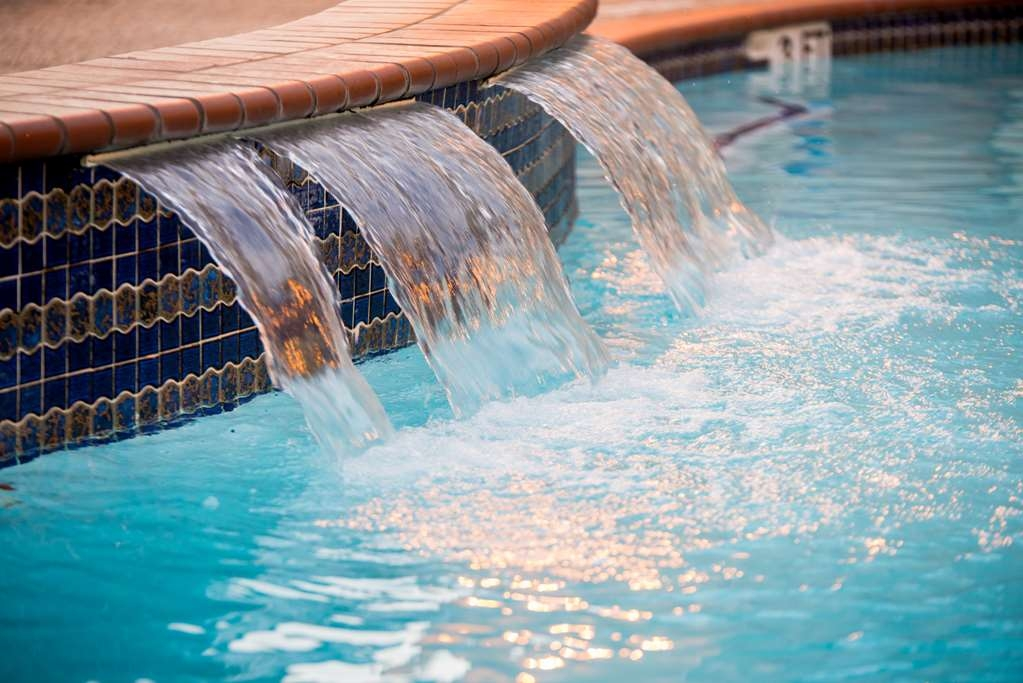 Best Western Galleria Inn & Suites - Whether you want to relax poolside or take a dip, our outdoor pool area is the perfect place to unwind.