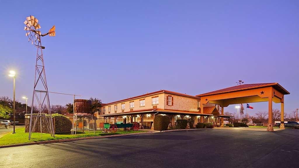 Best Western Plus Fredericksburg - We pride ourselves on being one of the finest hotels in Fredericksburg.