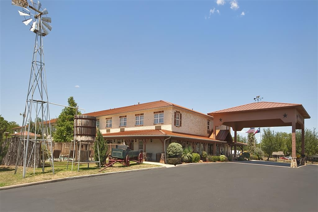 Best Western Plus Fredericksburg - Experience the meaning of true comfort at the Best Western Plus Fredericksburg.