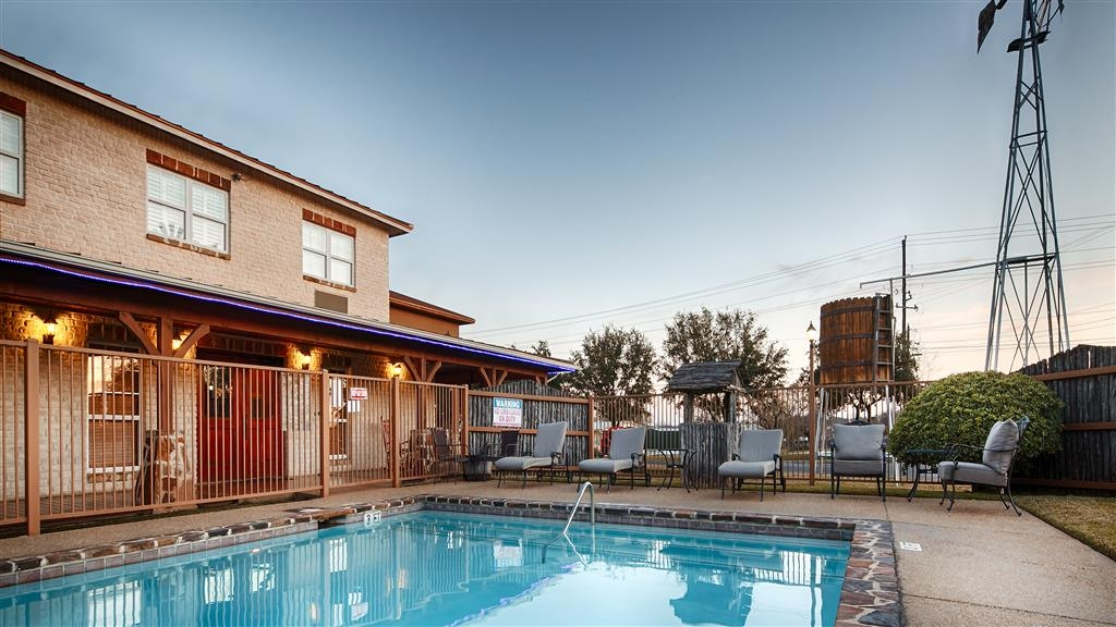 Best Western Plus Fredericksburg - Take a refreshing dip or swim some laps in our outdoor pool.