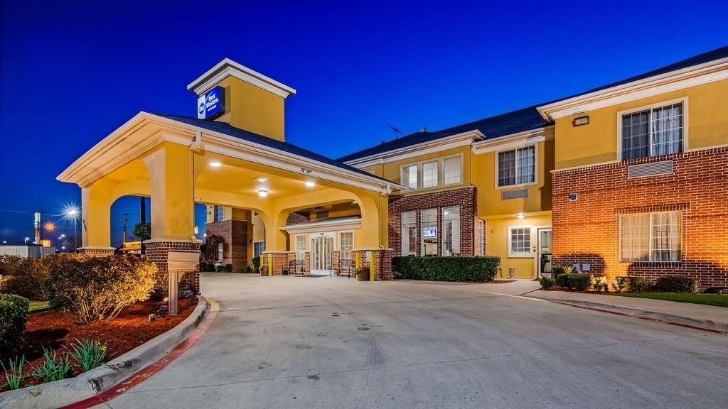 Best Western Fort Worth Inn & Suites - Facciata dell'albergo