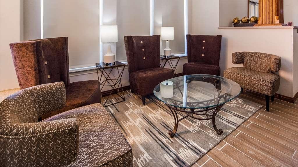 Best Western Fort Worth Inn & Suites - Lobby & Sitting Area