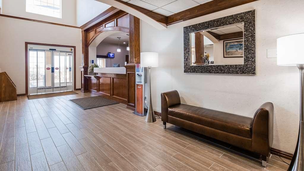 Best Western Fort Worth Inn & Suites - Lobby & Reception Area