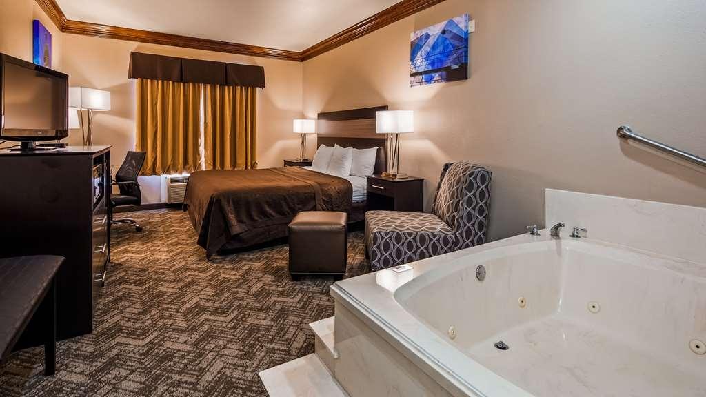 Best Western Fort Worth Inn & Suites - Whirlpool King Suite