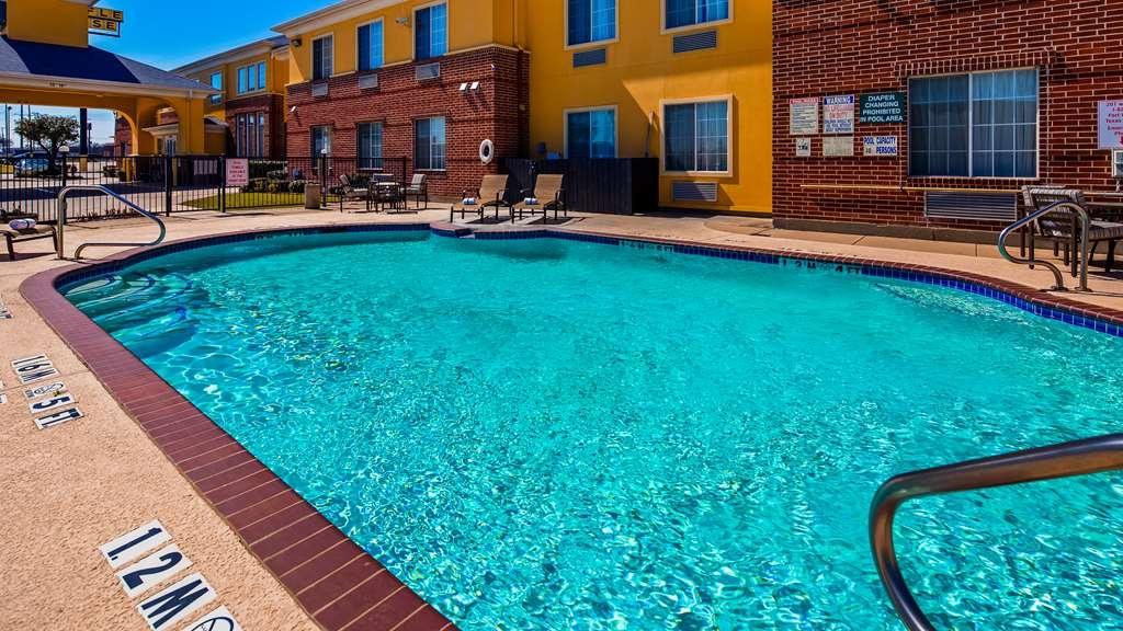 Best Western Fort Worth Inn & Suites - Piscina