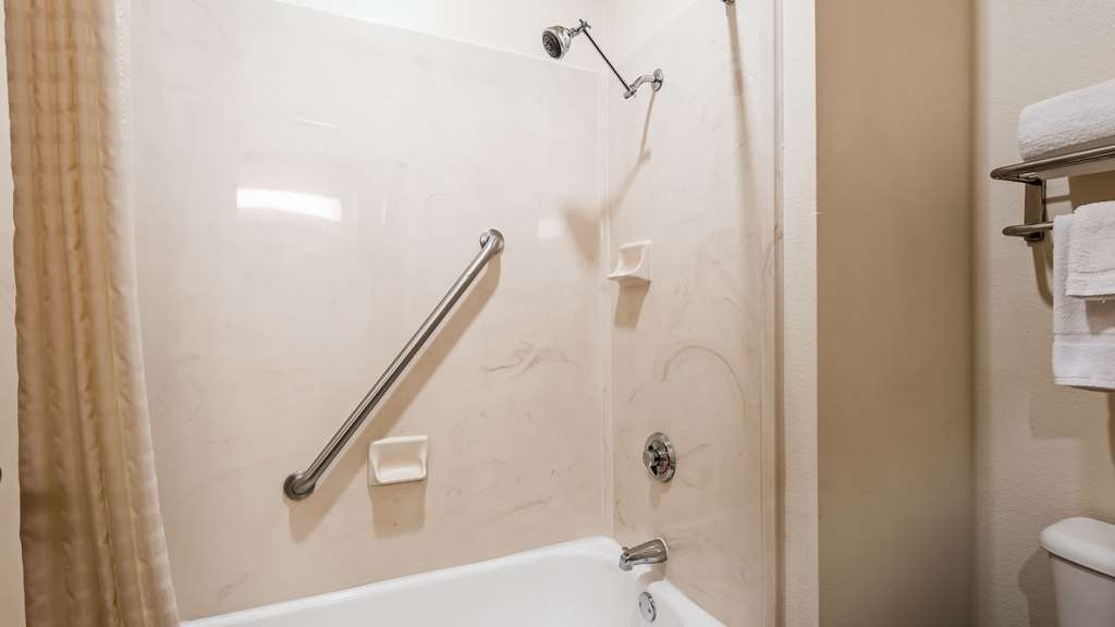 Best Western Fort Worth Inn & Suites - Mobility Accessible Guest Bathroom