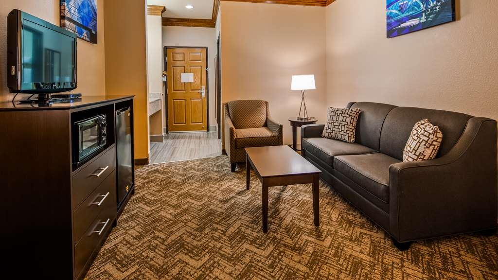 Best Western Fort Worth Inn & Suites - Suite Sitting Area