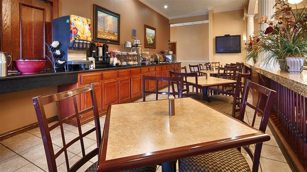 Best Western Plus Shamrock Inn & Suites - Breakfast