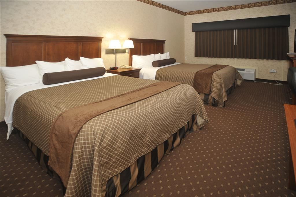 Best Western Plus Shamrock Inn & Suites - Relax after a long day of travel in our two queen bed room.