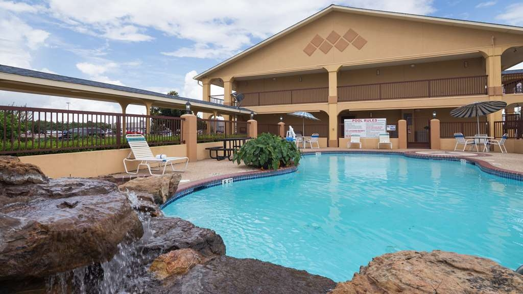 Best Western Angleton Inn - Take a refreshing dip or swim some laps in our outdoor pool.