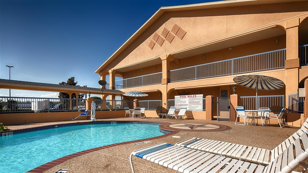 Best Western Angleton Inn - Come cool off after a long day by taking a dip in our beautiful pool. Open daily from 9AM to 9PM.