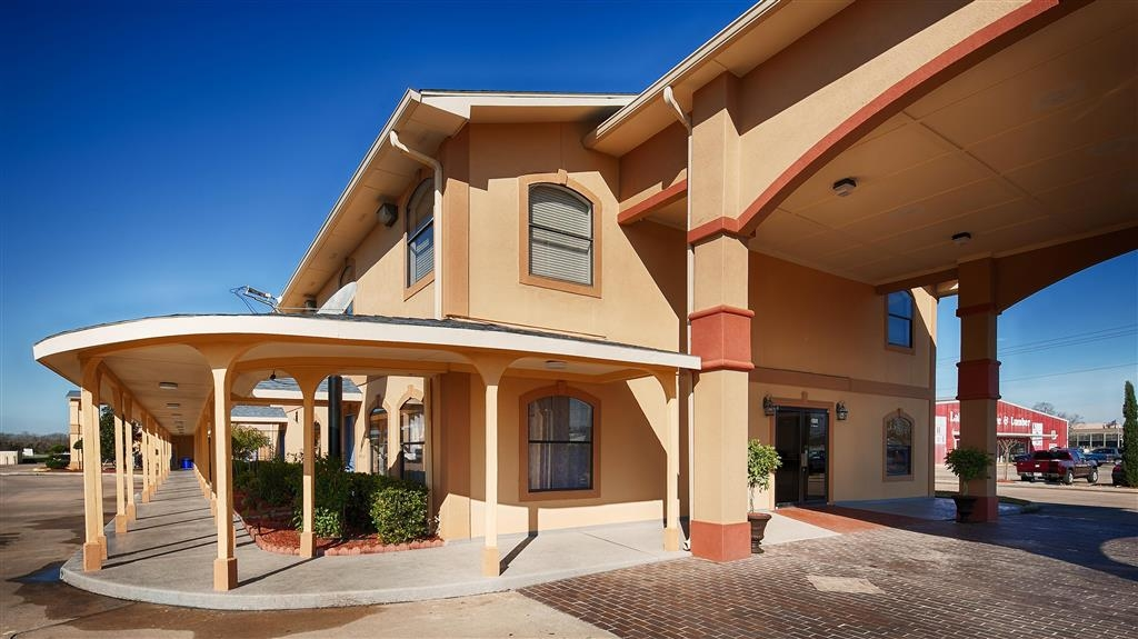 Best Western Angleton Inn - Best Western Angleton Inn is in the heart of Angleton, conveniently located to major city municipal buildings and town attractions.