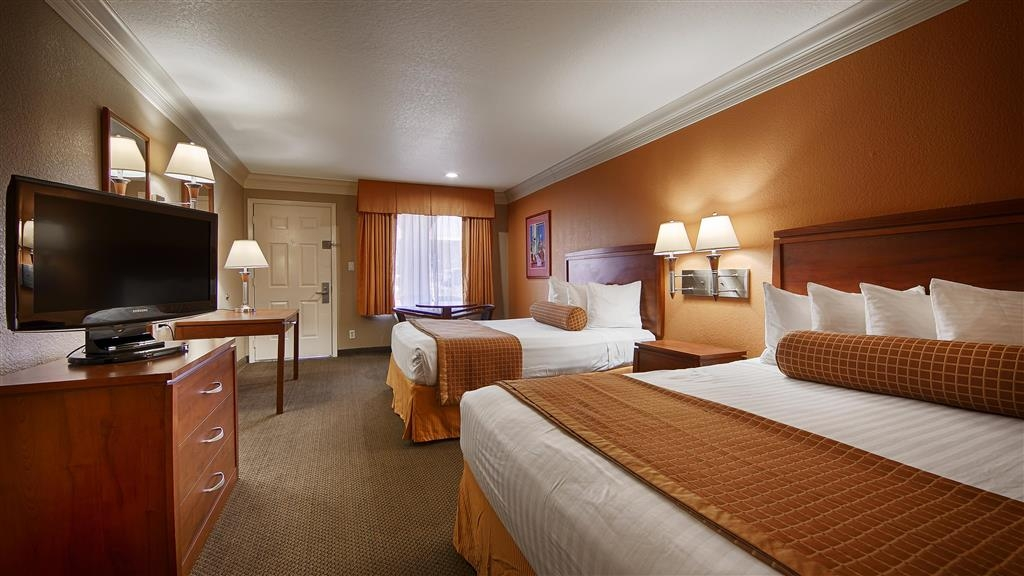 Best Western Angleton Inn - Visiting with your child and want your family to stay in one guest room? Our Double Queen Guest Room is ideal for your small family.
