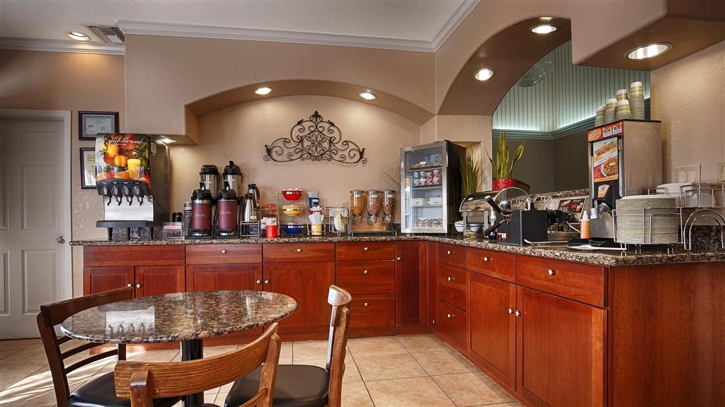 Best Western Angleton Inn - Our breakfast room offers intimate dining for couples and smaller groups.
