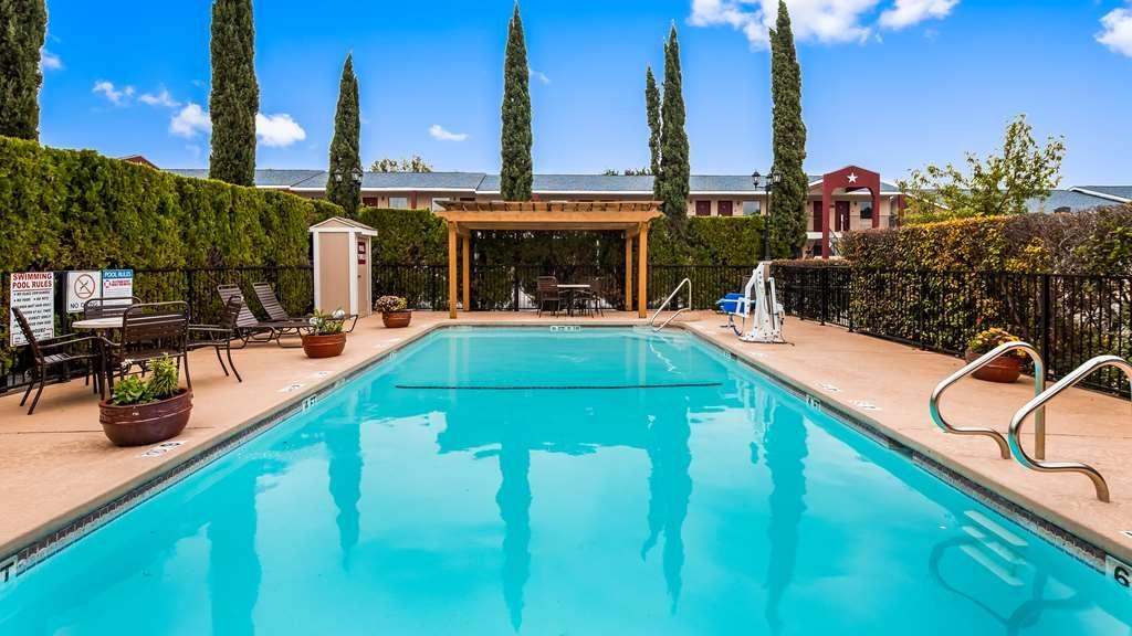 Best Western Johnson City Inn - Vista de la piscina