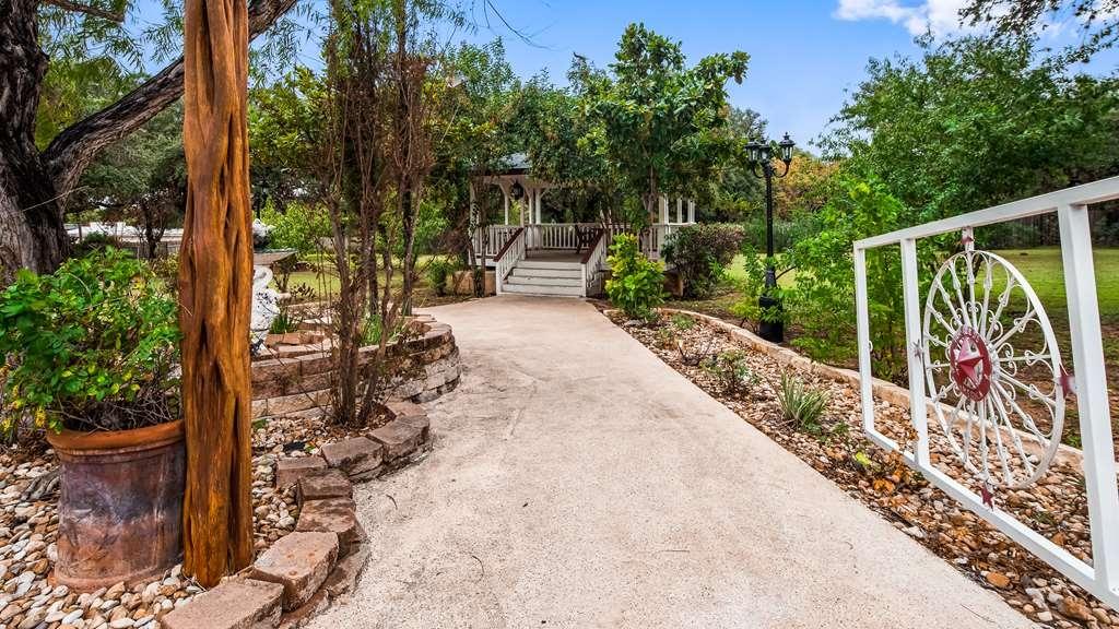 Best Western Johnson City Inn - Outdoor Walking Area