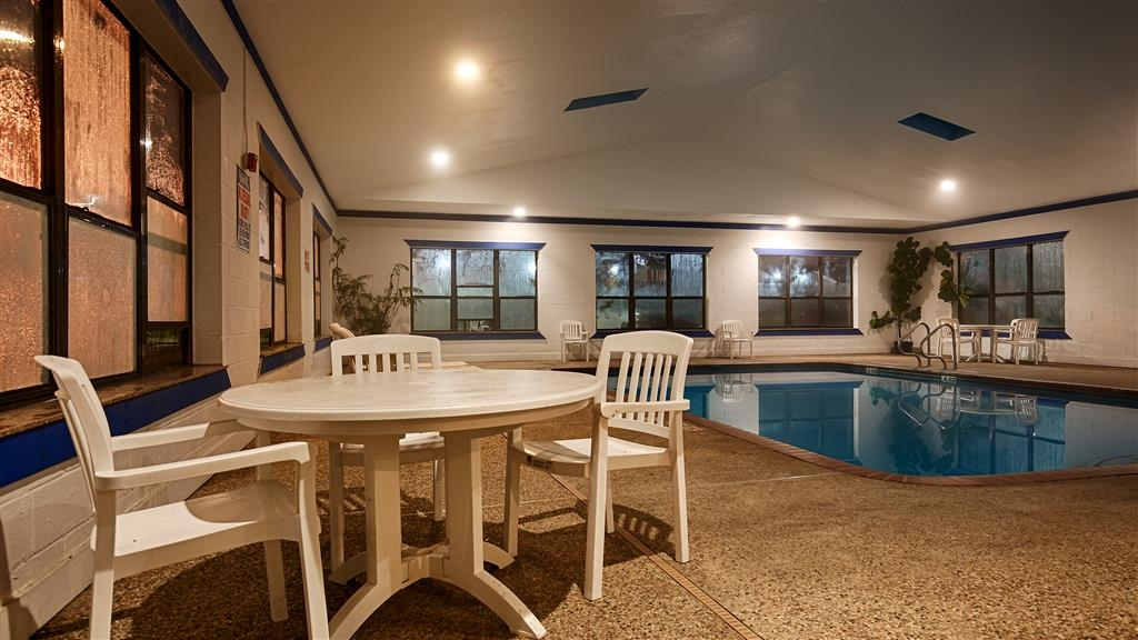 Best Western Executive Inn & Suites - Swimmingpool