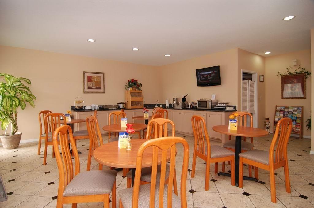 Best Western Lake Conroe Inn - Breakfast Area