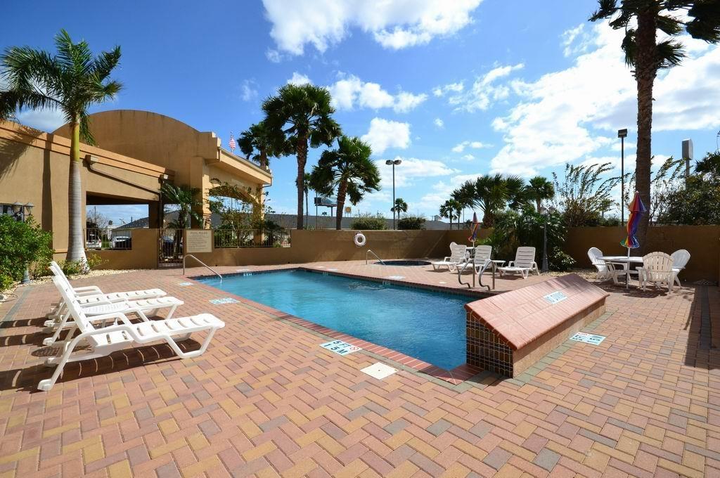 Best Western Casa Villa Suites - Swimming Pool