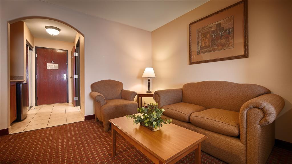 Best Western Casa Villa Suites - Suite Living Area