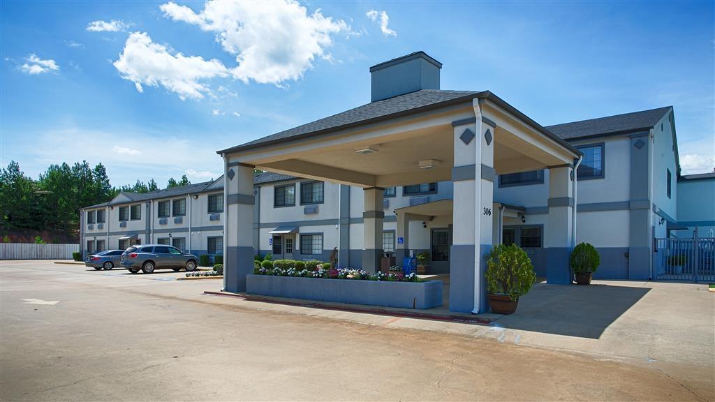 Best Western Pineywoods Inn - Façade