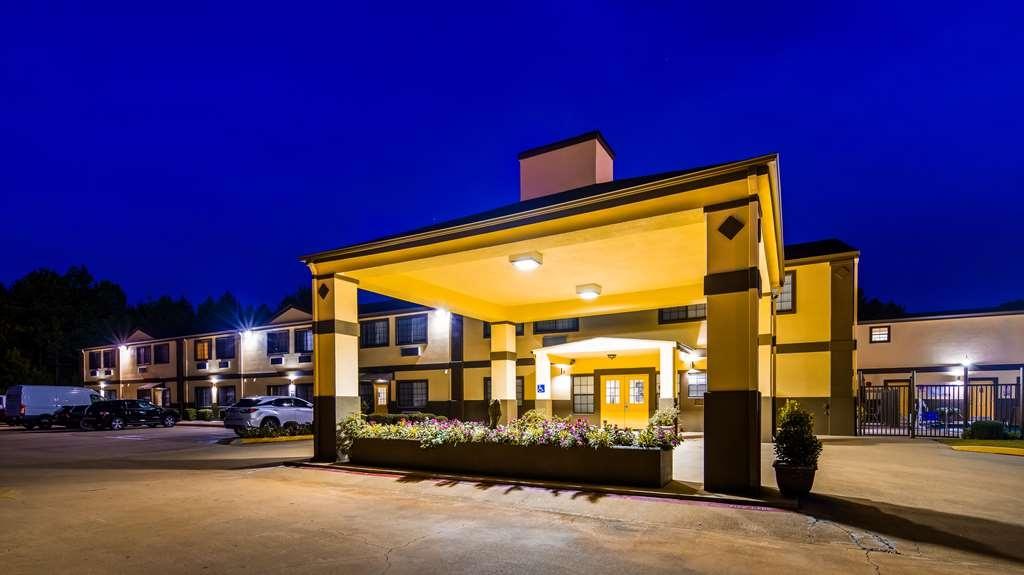 Best Western Pineywoods Inn - Facciata dell'albergo