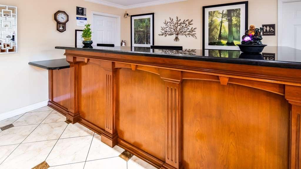 Best Western Pineywoods Inn - Hall