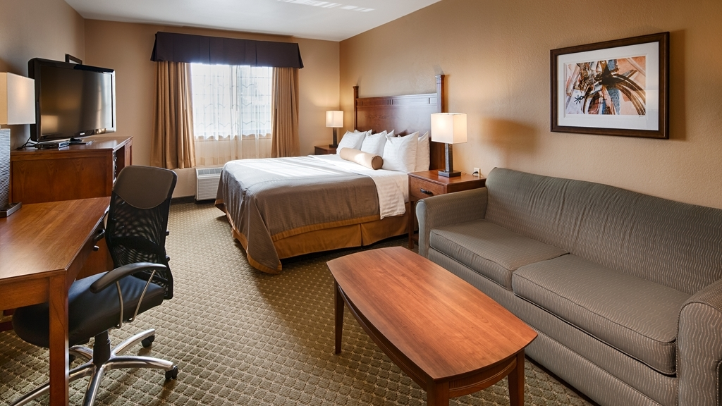 Best Western Plus Red River Inn - Designed for corporate and leisure traveler alike, make a reservation in this king guest room with sofa.