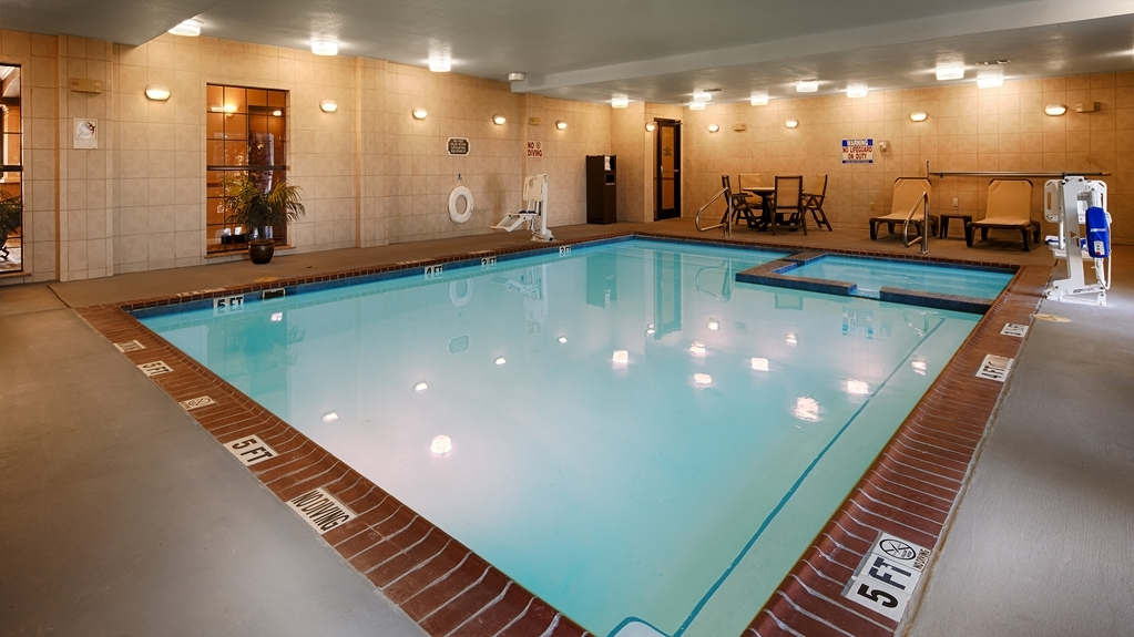 Best Western Plus Red River Inn - Don't let the weather stop you from jumping in, our indoor pool and spa is heated year-round for you and your friends.