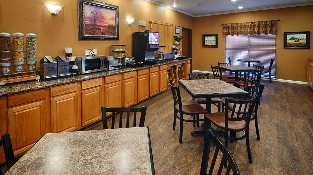 Best Western Plus Red River Inn - Enjoy a balanced and delicious breakfast with choices for everyone.