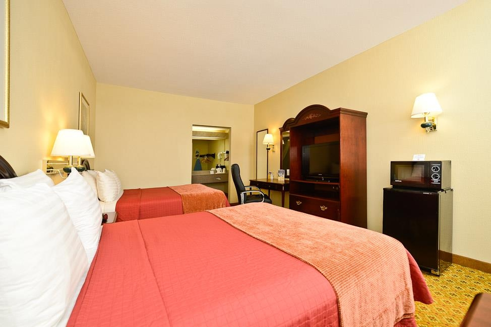 Best Western Dayton Inn & Suites - Two Queen Bed Guest Room