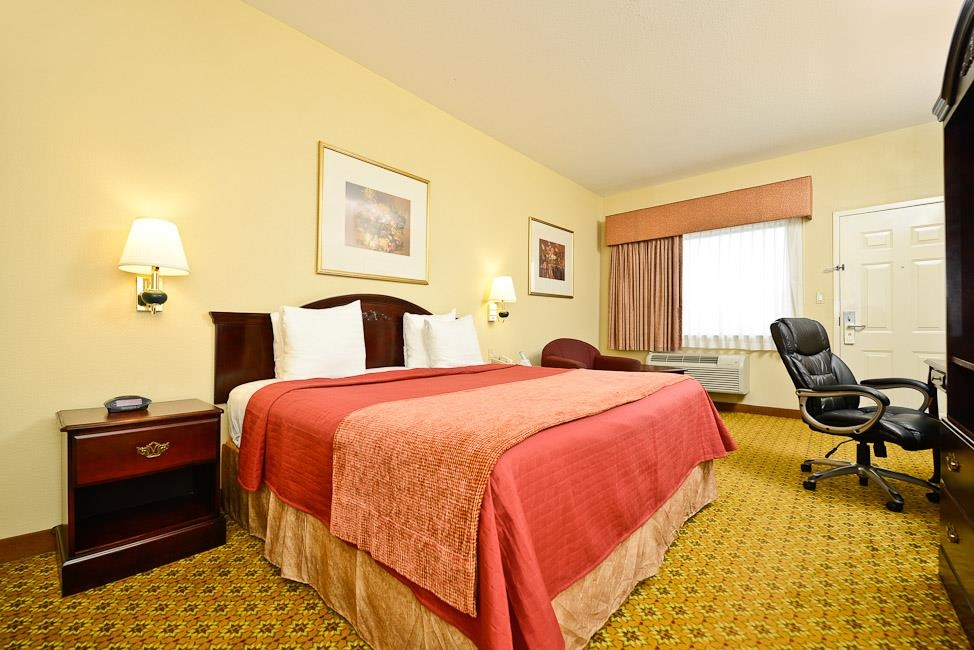 Best Western Dayton Inn & Suites - Immediately feel at home when you walk into this king guest room with microwave and refrigerator.