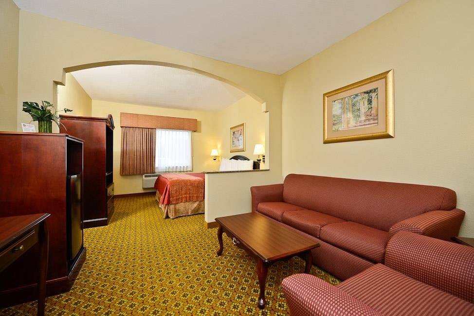 Best Western Dayton Inn & Suites - Indulge yourself in luxury with one of our king suites.