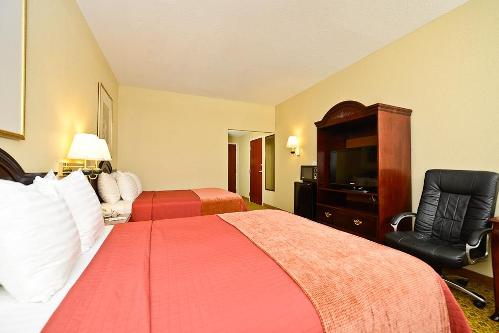 Best Western Dayton Inn & Suites - There is plenty of room for up to four guests in our two queen guest room.