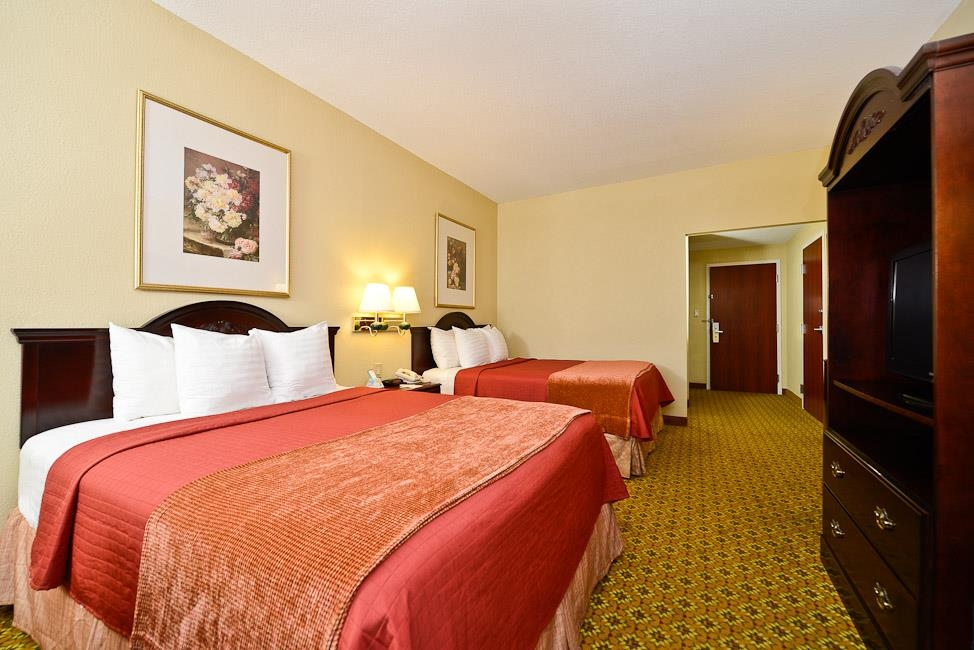Best Western Dayton Inn & Suites - Our double queen guest rooms offer plenty of room for the entire family.