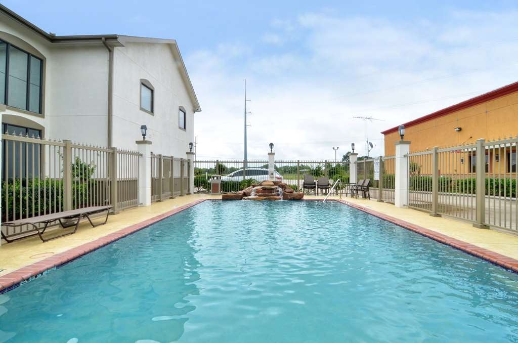 Best Western Dayton Inn & Suites - Our Swimming Pool