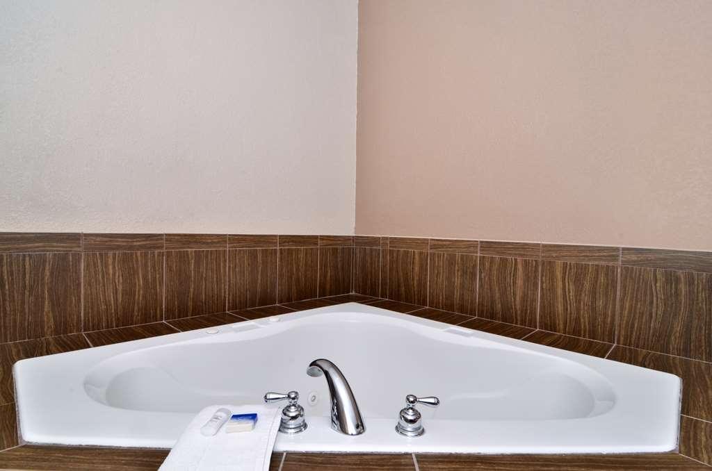 Best Western Dayton Inn & Suites - Our King Whirlpool Single
