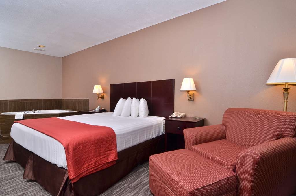 Best Western Dayton Inn & Suites - Book our whirlpool suite and relax the night away in our in-room whirlpool spa.